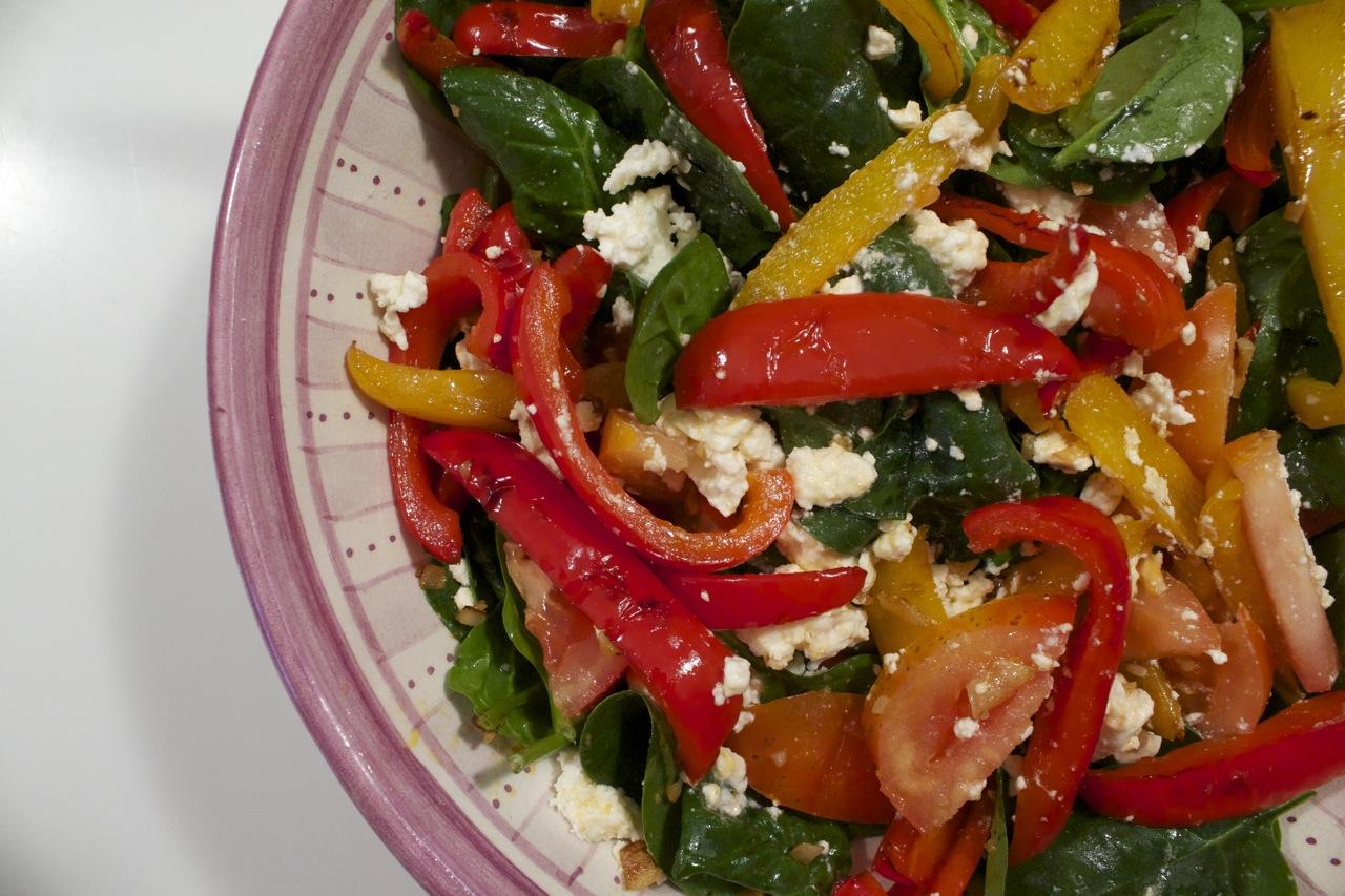 Tomatsalat med stegte peberfrugter